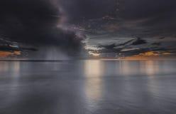 Sunst au-dessus de l'océan Image stock