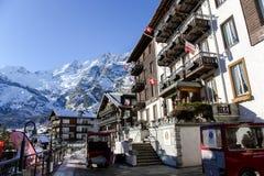 Sunstar schweiziskt hotell i den charmiga schweiziska semesterorten av Saas-avgiften arkivfoto