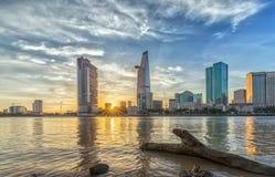 Sunstar solnedgång i Ho Chi Minh City, Vietnam Royaltyfri Foto