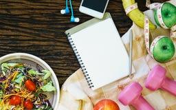 Sunt äta, banta, banta och viktförlustbegrepp - överkant royaltyfria bilder