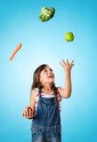 Sunt ätabegrepp med unga barnet royaltyfri foto