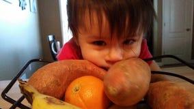 Sunt äter för behandla som ett barn Arkivbilder