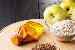 Sunt banta foods för flaxseedslinolja omega-3 royaltyfria bilder