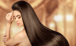 sunt brunt hår Skönhet modellerar flickan Härlig brunettkvinna Arkivbild