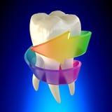 Sunt för tandkindtand som isoleras på blå bakgrund Arkivbild