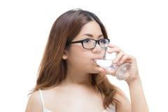 Sunt kvinnadricksvatten fotografering för bildbyråer
