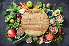Sunt matval med frukter, grönsaker, frö, toppna foods, sädesslag fotografering för bildbyråer