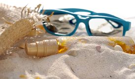 Suntan,hat and sunglasses Royalty Free Stock Photos