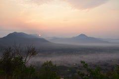 Sunup en el distrito de Chiang Kan, provincia de Loei, Tailandia foto de archivo