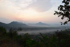Sunup en el distrito de Chiang Kan, provincia de Loei, Tailandia imágenes de archivo libres de regalías