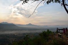 Sunup en el distrito de Chiang Kan, provincia de Loei, Tailandia foto de archivo libre de regalías