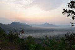 Sunup en el distrito de Chiang Kan, provincia de Loei, Tailandia fotografía de archivo