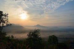 Sunup przy Chiang Kan okręgiem, Loei prowincja, Tajlandia obraz stock