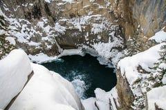 Sunwapta Falls an einem eisigen Januar-Tag, Jaspis, Nationalpark Alberta, Kanada stockfotografie