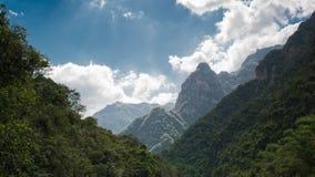 Sunward montagne Images libres de droits