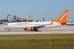 Sunwing航空公司波音737-800飞机劳德代尔堡机场 库存照片