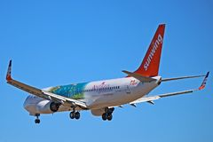 Sunwing Airlines Boeing 737-800 C-GVVH imagens de stock royalty free