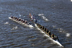 SUNY Geneseo () JWU划船(正确的)科罗拉多(底下)在查尔斯赛船会头赛跑  免版税图库摄影