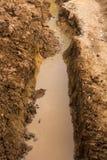 Suolo scavato per permettere acqua Immagine Stock