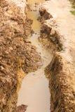 Suolo scavato per permettere acqua Immagini Stock