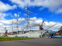 Suomen Joutsen skeppmuseum på Aura River i Turku Royaltyfria Foton