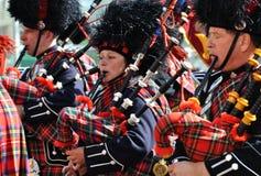 Suonatori di cornamusa parata capitale di Edmonton nell'ex fotografie stock