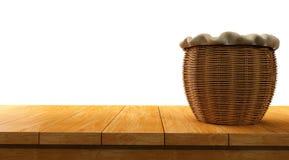 supérieur de table en bois vide d'isolement sur le fond blanc avec le panier sur lui Photographie stock libre de droits
