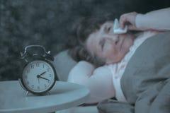 Supérieur triste ayant le trouble du sommeil Photos stock