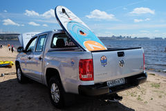 Sup Board lying in the back of a pickup truck on the beach Stock Photography