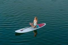 SUP bride Yoga Meditation02 royalty free stock photos