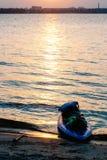 SUP-Reise, Strand bei Sonnenuntergang stockbilder