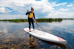 SUP stand up girl with a paddle 01 Royalty Free Stock Photos