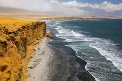 Supay strand i Paracas den nationella reserven, Peru royaltyfria bilder
