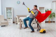 Super bohatera cleaner pracuje w domu Fotografia Stock