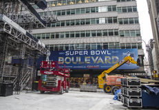 Super Bowl-Boulevardbouw lopend op Broadway tijdens de week van Super Bowl XLVIII in Manhattan Royalty-vrije Stock Foto's