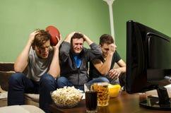 Super Bowl di sorveglianza della famiglia, mancanza vicina fotografie stock libere da diritti