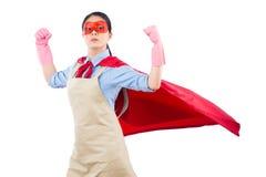 Super héroe del ama de casa que muestra su músculo fuerte Fotos de archivo