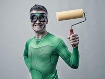 Super héroe divertido con el rodillo de pintura Imagen de archivo