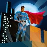 Super héroe en ciudad Imagenes de archivo