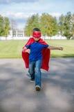 Super héroe que corre adelante Foto de archivo libre de regalías