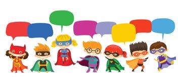 Super héroes del niño que llevan los trajes de los tebeos y las burbujas del discurso libre illustration