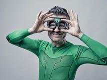 Super-herói que ajusta vidros Fotografia de Stock Royalty Free