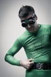 Super-herói que comprime sua barriga Fotos de Stock