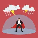 Super-herói do homem de negócios com a barreira que protege do temporal Fotografia de Stock Royalty Free