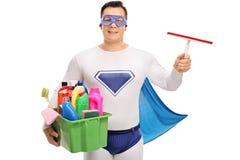 Super héroe que sostiene el equipo de la limpieza Fotografía de archivo