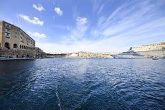 Super Jacht en Jachthaven stock foto