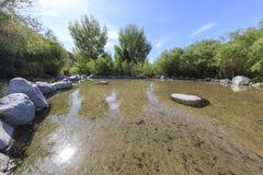 Super jasna woda przy Whitewater prezerwą fotografia stock