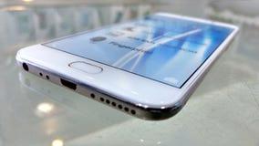 Super kijk mobiel dat smartphone wordt genoemd Stock Fotografie