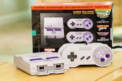 Super Klassieke de Uitgavenconsole en Doos van Nintendo Stock Afbeeldingen