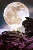 Super maan of grote maan Hemelachtergrond met grote volle maanbehi Stock Foto